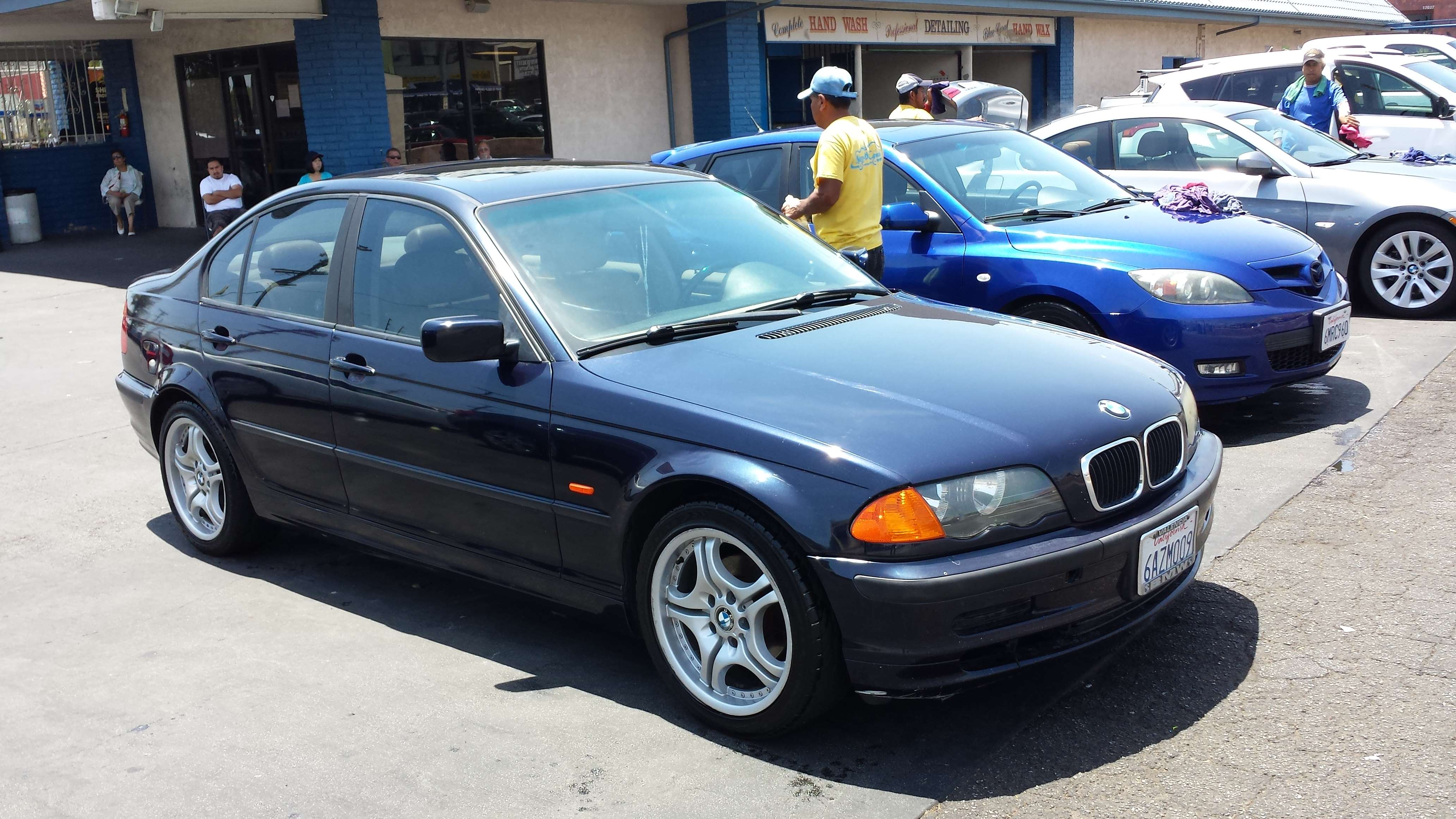 used 2000 bmw 323i for sale united car exchange. Black Bedroom Furniture Sets. Home Design Ideas